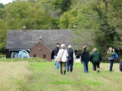 Photo of people walking to barn